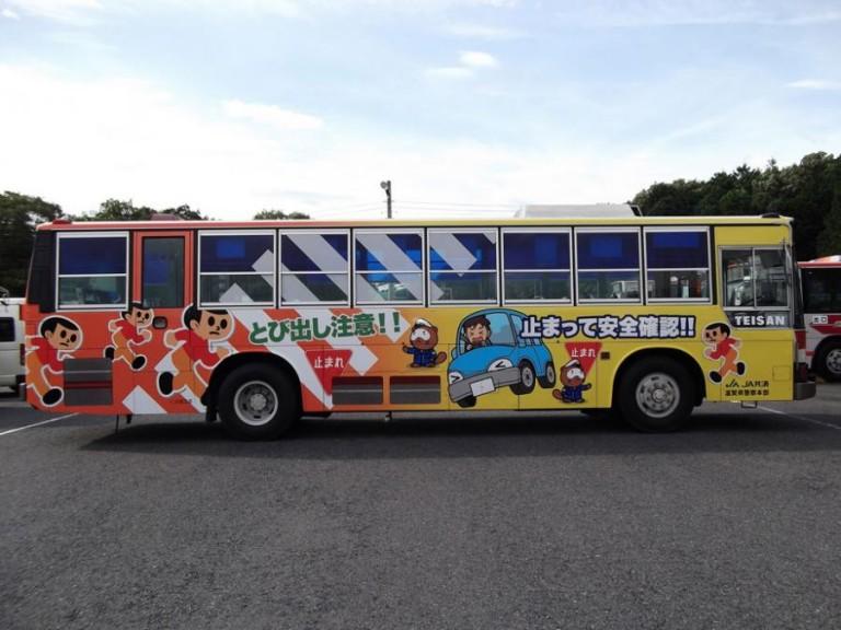 7月15日から「とびだしくん」ラッピングバスが走行開始!