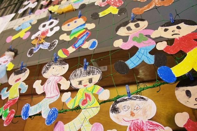 久田泰平さんのご指導のもとに子どもたちが描いた理想の飛び出し坊やたち。