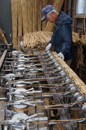 近江八幡市円山集落では全国的にも珍しくなった葦簀づくりがいまも行われています。三代続く森田栄次郎商店にて