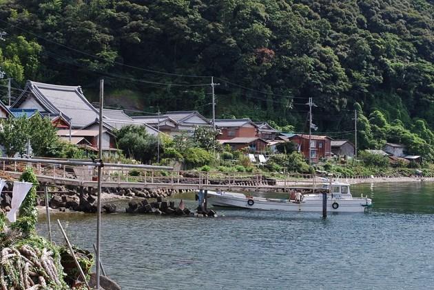 350人ほどの人が住む沖島の集落。