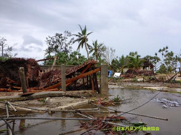 バヌアツ全土で多くの方々が家を失ったようです。サイクロン「パム」のすさまじさを物語る光景。
