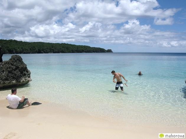 やはり、バヌアツの良さは美しい海と砂浜。 早く元通りの姿になることを祈るばかりです。