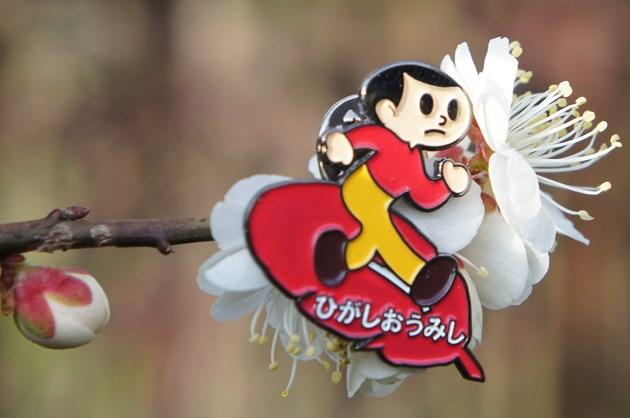 東近江市社会福祉許議会さんが展開される「子どもを事故から守る募金」で、500円以上のご寄附の方に記念品として贈られる「とび太くんピンバッチ」。
