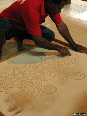バヌアツの世界無形文化遺産「砂絵」を目の前で描いていただてくれた、砂絵の達人エドガーさんもご無事だろうか…