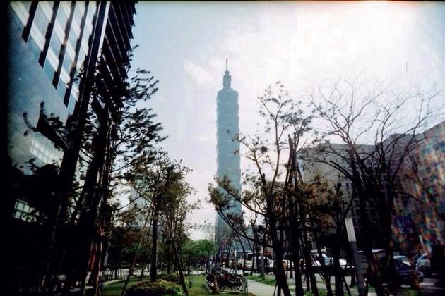 高さ508mの台北101。一時期は世界一の高さを誇っていました。バベルの塔を目指すものは、また新たなバベルの塔にその座を開け渡すのですね。それも世の常…。